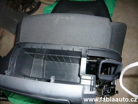 Domů » Montáž schránky pod sedadlo řidiče Škoda Fabia Montáž schránky pod s